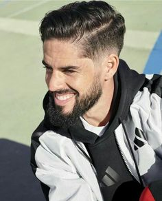 Handsome Football Players, Soccer Players, Football Hairstyles, Hair And Beard Styles, Hair Styles, Isco Alarcon, Real Madrid Players, Sports Celebrities, Haircuts For Men