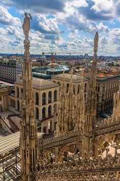 Con lo scatto di Alex Perazzoli vi auguriamo una buona serata #milanodavedere Milano da Vedere