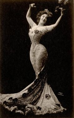 Anna Held wearing evening gown, 1902
