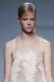 Victorio & Lucchino - Detalles Mercedes Benz, One Shoulder Wedding Dress, Madrid, Victoria, Wedding Dresses, How To Wear, Fashion, Vogue Spain, New York Fashion