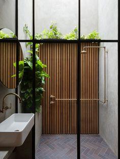 Indoor/Outdoor bathroom design with wood paneling and brass shower fixture Bathroom Interior, Modern Bathroom, Design Bathroom, Small Bathroom, Master Bathroom, Bathroom Bath, Chic Bathrooms, Bath Design, Skylight Bathroom