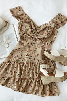Besk Beige Floral Print Ruffled Mini Dress is a real knockout! Flirty, floral print dress with ruffles, ruched detail, and a tiered mini skirt. Mode Outfits, Girly Outfits, Cute Casual Outfits, Casual Dresses, Fashion Dresses, Pretty Outfits, Chic Outfits, Mode Geek, Mode Rockabilly