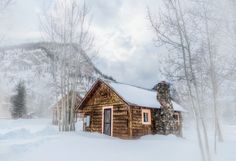 Log cabin in deep snow - Rocky Mountain Cabin - Colorado Small Log Cabin, Log Cabin Homes, Cozy Cabin, Log Cabins, Rustic Cabins, Winter Cabin, Cabins And Cottages, Cabins In The Woods, Winter Scenes