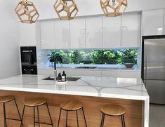 Cabnits Kitchen, Kitchen Splashback Tiles, Kitchen Tops, Glass Kitchen, Wooden Kitchen, Kitchen Decor, Kitchen Ideas, Splashback Ideas, Modern Kitchen Design