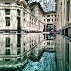 Schon ohne spiegelndes Wasser ist die Plaza de Cibeles in Madrid ein...