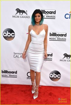 Kylie Jenner looking drop dead GORGEOUS at the 2014 Billboard Music Awards. Definitely considering adding some blue to my hair!