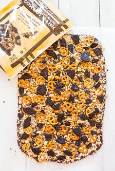Pin for Later: 21 Ridiculously Delicious, Ridiculously Easy Chocolate Bark Recipes Copycat Trader Joe's Cowboy Bark Get the recipe: copycat Trader Joe's cowboy bark Just Desserts, Delicious Desserts, Mini Desserts, Sweet Recipes, Snack Recipes, Slow Cooker, Chocolate Bark, Chocolate Bowls, Chocolate Dreams