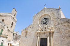 オトラント(Otranto)は15世紀には、オスマン帝国に支配されていました。とっても綺麗な海もあり、夏には地元の人、観光客で賑わいます。 オトラントの大聖堂は見ごたえのあるモザイクで知られています。