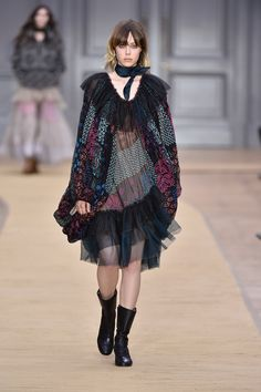 Look 30 from the Chloé Fall-Winter 2016 collection