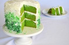 #Vegan St. Patrick's Day Cake |  It is naturally colored using pureed spinach in the cake batter instead of food coloring #dessert @The Veg Life!