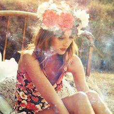 Accessori per capelli: a ciascuna il suo - We Love Fashion Magazine Summer Vibes, Summer Fun, Turquoise Chandelier, Flower Garlands, Flower Crowns, Kenya, Strapless Dress, Hair Makeup, Marvel