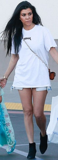 Who made  Kourtney Kardashian's gold jewelry, white tee, black suede ankle boots, and brown handbag?