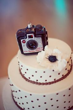 Photography School ~ Graduation Party. Camera cake :-)