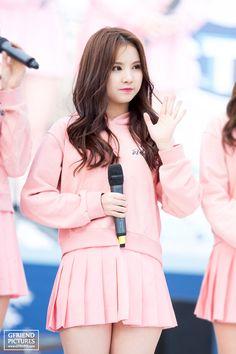 Eun Ha - 은하 #kpopirlgroup #gfriend #Yeojachingu #eunha #stage #outfit #glassbead #은하 #ウナ #여자친구 @GFRDPIX  Reup by #WeMe School Uniform Outfits, Stage Outfits, Beautiful Freckles, Girl Korea, Girls In Mini Skirts, Korean Girl Fashion, Hot Dress, Cute Skirts, Beautiful Asian Women