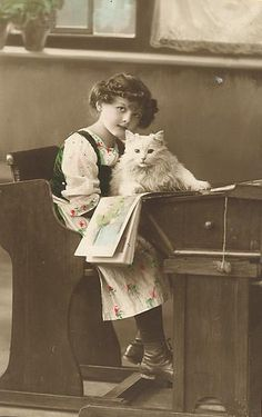 Girl with a white cat Images Vintage, Vintage Pictures, Vintage Photographs, Photo Chat, Bh Photo, Owning A Cat, Cat People, Vintage Children, Cool Cats