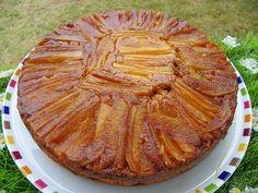 Pour mon Coup de cœur du dimanche une recette de Maiwenn La Main à la Pâte Ingrédients : 3 belles pommes 125 g de farine 1 sachet de levure chimique 125 g de sucre 3 œufs 100g de beurre demi sel fondu 1 c à s de jus de citron 4 c à s d'eau de vie de cidre...