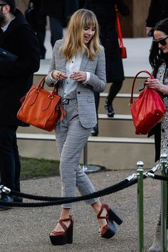 Suki Waterhouse.. Burberry..