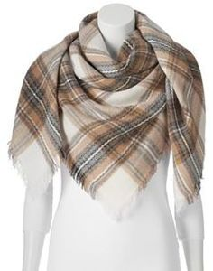 A blanket scarf ads the perfect touch to any outfit for fall!  Plus it will keep you warm and cozy through the winter months. Discover the collections at Kohls! #blanketscarf #Kohls #plaidscarf #fashion #accessory ##women