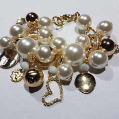Pearl Jewelry, Pearl Earrings, Amber, Pearls, Fashion, Moda, Pearl Studs, Fashion Styles, Beads