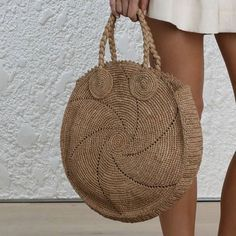 Round juta cord bag crochet tasseled handbag summer tote circular purse circle bags custom made Reminiscent of circular vintage luggage, the Cream Woven Alice's sisal weave paired with the pronounced edges gives this bag a beautiful shape that is refres Bag Crochet, Crochet Handbags, Crochet Purses, Diy Old Jeans, Round Bag, Macrame Bag, Jute Bags, Crochet Round, Denim Bag