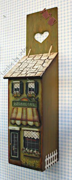 for plastic bags or receipts Painted Mailboxes, Crafts To Make, Diy Crafts, Tole Painting Patterns, Country Paintings, Country Crafts, Diy Craft Projects, Handmade Crafts, Painting On Wood
