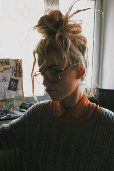 - ̗̀ saith my he A rt ̖́- Down Hairstyles, Cute Hairstyles, Hair Inspo, Hair Inspiration, Let Your Hair Down, Scene Girls, How To Pose, Poses, Hair Goals