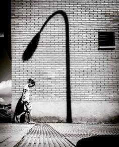 Composiciones urbanas que se convierten en fotos magistrales #conmiradademadre de @carlos_oses79 . Orgullosas de las #conmiradadepadre que también forman parte de nuestra comunidad . Foto destacada por @petit_on