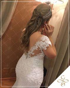Lovely Details 😍😍😍😍😍😍😍😍 ---------------------------------------------- Marque sua visita com a gente e se encante com coleção 2017 31 3298-7000 ou no nosso Whts 9.9163-4138 #2017 #noiva #vestidos #festas #debutantes #giullianooliva