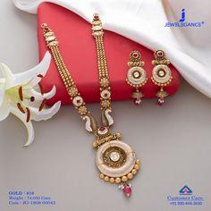 Jadtar Necklace Set jewellery for Women by jewelegance. ✔ Certified Hallmark Premium Gold Jewellery At Best Price Gold Mangalsutra Designs, Gold Jewellery Design, Gold Jewelry, Antique Jewellery, Bridal Jewelry, Indian Jewelry Sets, India Jewelry, Queen, Ganesh Bhagwan