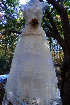 Hey, I found this really awesome Etsy listing at https://www.etsy.com/listing/489086891/lace-tulle-dress-wedding-cream-vintage