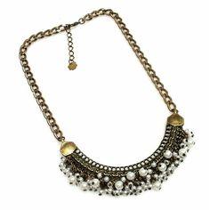 Amor em forma de mini pérolas! 💟 Aliás este colar é uma ótima dica de presente para o Dia dos Namorados! Aproveita e #MarcaEle! Obs: na compra de.qualquer peça, até o dia 12/06 você ganha um cartão super fofo 😍, feito a mão e com muito amor, para colocar no presente do love! 👏🆕💟🎉💏 #colar #mini #perolas #moda #estilo #feitoamao #presente #ficaadica #diadosnamorados #amor #necklace #pearl #fashion #style #loveisintheair #Valentines #gift #tips #instalook #instagift #instamood #instalike…