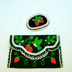 native american beadwork patters Purse and Barrette Beaded Set - Green Velveteen Purse with raised beadwork of a Hummingbird and strawberries with a complementary Barret Bead Crochet Patterns, Beading Patterns Free, Bead Crochet Rope, Loom Patterns, Beading Tutorials, Beaded Earrings Native, Native Beadwork, Native American Beadwork, Bead Earrings