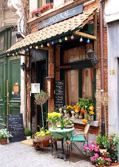 love little cafes Paris Olive stand, St. Remy de Provence market, France little Paris cafes paris neige, Montmartre