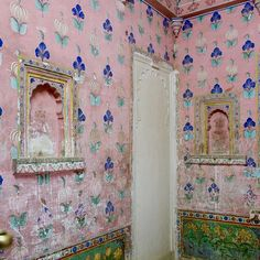 Finally getting around to printing some of my travel photos from last year. This pink room in Udaipur is a forever favorite 💕 New York Apartments, Room Paint Colors, Pink Room, Country Style Homes, Print Wallpaper, My Favorite Image, Elle Decor, House Colors, Travel Photos