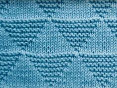 Para quem quer algo simples usando apenas tricô e meia, taí uma brincadeira legal usando triângulos.     Ponto divisível por 14 mais dois po...