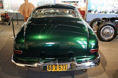 Sam Barris 1949 Mercury Custom - Information on collecting cars - Legendary Collector Cars Car Paint Jobs, Paint Stripes, Car Colors, Cute Cars, Custom Vans, Collector Cars, Emerald Green, Classic Cars, Green Kitchen