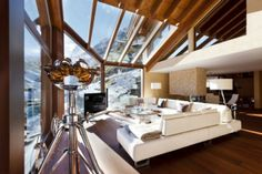 This is Living Room Design L Shaped Sofa Chalet Switzerland Item of Six Star Luxury Chalet Zermatt Peak Switzerland. Zermatt Peak chalet is 6 star luxury and its located in Switzerland. Its a wonderful and impressive mountain resort Chalet Interior, Interior Exterior, Interior Architecture, Luxury Interior, Chalet Zermatt, Chalet Chic, Ski Chalet, Suites, Interiores Design