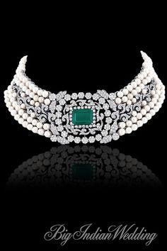 Love the pearls, emerald and diamond choker! Emerald Jewelry, Pearl Jewelry, Indian Jewelry, Wedding Jewelry, Diamond Jewelry, Jewelry Necklaces, Fine Jewelry, Pearl Necklaces, Knot Necklace