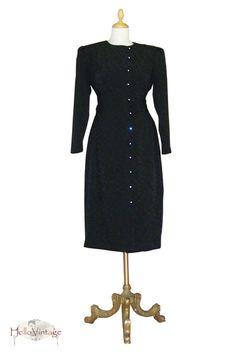 Tolles 80er Kleid in taillierter Form mit Schulterpolstern. Es ist super bequem und angenehm zu tragen. Das strukturierte Material und die asymmetr...