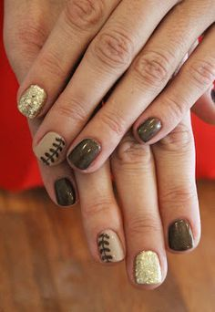 Laurel Leaves and gold glitter nails. ManiMondays: November Nails