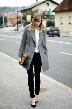 monochrome outfit, fashionblogger, black pants, zara grey oversize coat, white shirt, deichman animal print bag, simple outfit