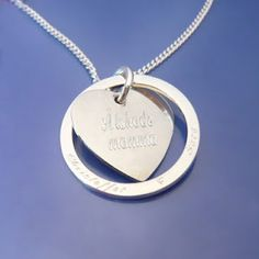 Beloved mom & her children. Namejewelry in sterling silver.