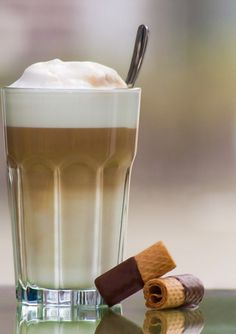 "Enjoy a fresh latte. When is it not coffee time? I want to get this hot beverage "" Latte Cups, Iced Latte, Milk Recipes, Coffee Recipes, Cupcake Recipes, Barista, Coffee Machines For Sale, Cafe Creme, Italian Cafe"