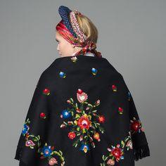 Stort brodert sjal til bunad fra Vest-Agder Norway, Folk Art, All Things, Ethnic, Vest, Culture, Costumes, Traditional, Celebrities