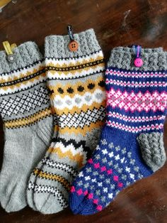 Crochet Socks, Knit Or Crochet, Knitting Socks, Baby Knitting, Knitting Charts, Knitting Patterns, Mitten Gloves, Mittens, Wool Socks