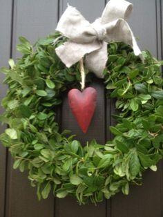 Christmas wreath. Lingonbladskrans