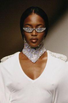 Naomi Campbell at Rifat Ozbek Spring 1995 this what god look like 90s Fashion, Runway Fashion, High Fashion, Vintage Fashion, Hollywood Fashion, Top Models, Mode Disco, Rifat Ozbek, 1990 Style