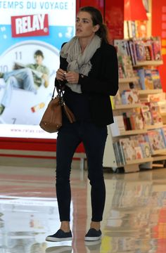 Blazer, scarf, ankle length skinnies, slip-on sneakers or loafers.
