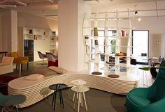 Sieht nicht nur im Einrichtungshaus gut aus. Schicke uns die Maße Deines Besprechungs- oder Warteraumes und wir entwerfen Dir ein Möbel ganz nach Deinen Wünschen und Ansprüchen.