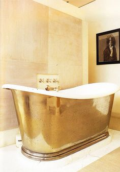 10 Glamorous Luxury Bathrooms with Golden Touch - Hoping to strike gold with your luxury bathroom decor? Do you want to add a bit of glamour and luxury to your Gold Everything, Decoration Inspiration, Interior Decorating, Interior Design, Gold Interior, Pastel Interior, Design Interiors, Interior Ideas, Beautiful Bathrooms